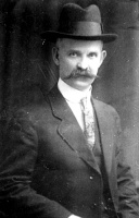 Alex Mackay, Valtos